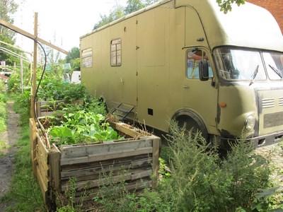 Hochbeet vor Wohnwagen gelb (Kopie)